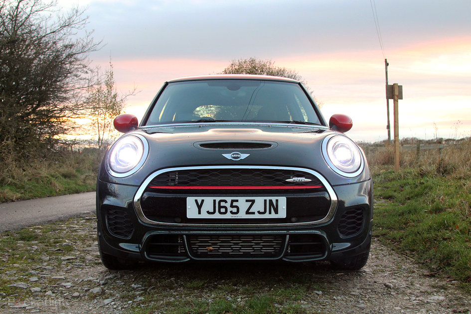 mini john cooper works review mini by name maxed out by nature pocket lint. Black Bedroom Furniture Sets. Home Design Ideas