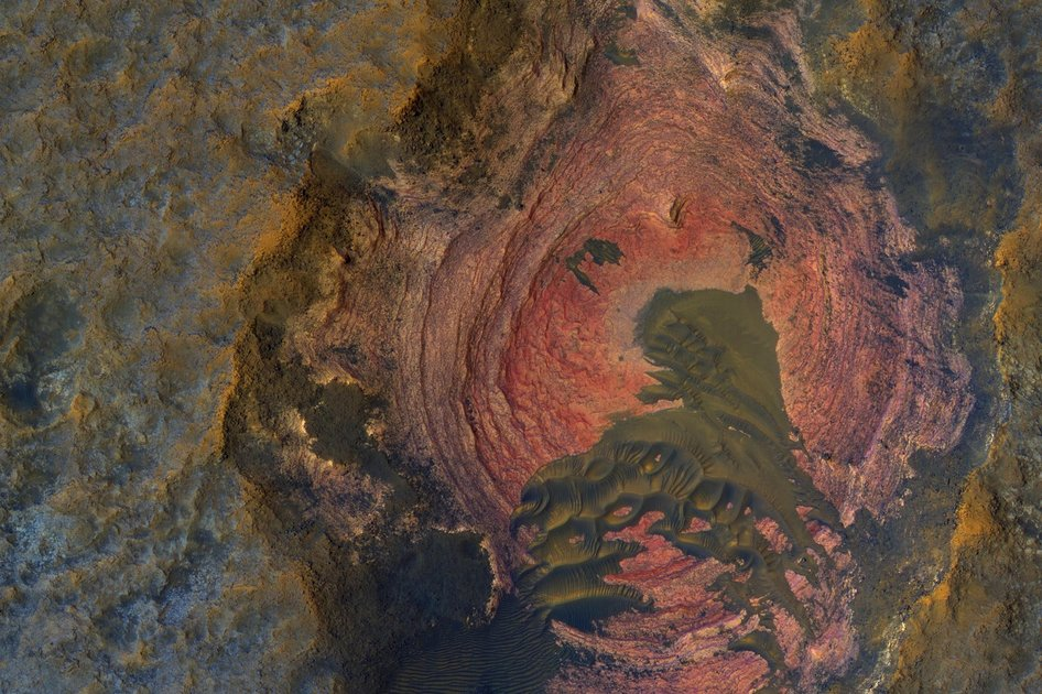 39 staggering images of Mars like you've never seen before