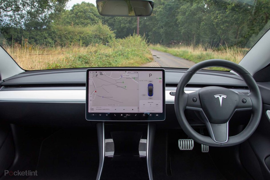 A closer look at the Tesla Model 3 interior and ...