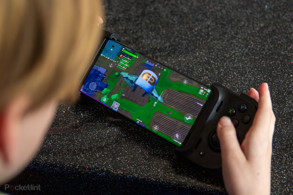 Playing with the Razer Kishi: The controller to boost your mobile gaming?