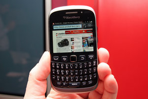 BlackBerry Curve 9320 pictures and hands-on - photo 1