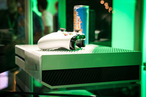 Sunset Overdrive white Xbox One and Call of Duty: Advanced Warfare limited edition Xbox One in the flesh - photo 3