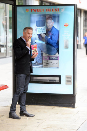 Get free Walkers crisps for tweets from bus stop vending machines - photo 7