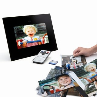 Digipix Memories offers photo scanning and digi-frame gift pack