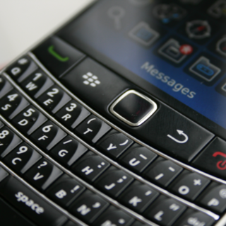 VIDEO: BlackBerry Bold 9700 now available from Vodafone