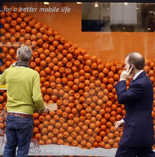 Orange iPhone available in the UK now