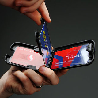 Flipside wallet safeguards RFID cards
