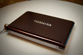 Toshiba's new mini NB305 netbook