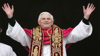 Pope commands priests to blog