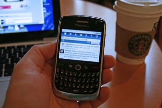 Twitter for BlackBerry out of beta and ready to tweet about