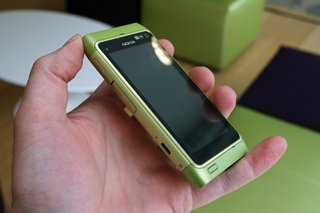 Nokia N8 hands-on with the hardware
