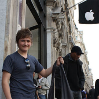 iPad queue at London Apple Store braves overnight stay