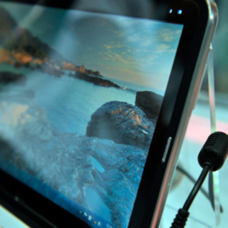 VIDEO: LG demos UX10 Windows 7 tablet