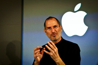 """Steve Jobs emails faked, didn't say iPhone 4 """"is just a phone"""""""