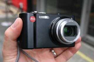 Leica V-Lux 20 shows its Panasonic lines