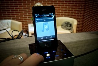 Auluxe Reverie Casa iPod dock hands on