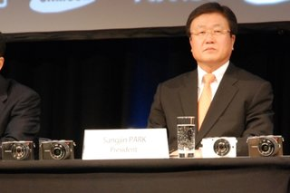 NX100 to make Samsung a 'world force' in cameras