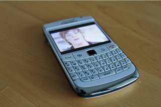 BlackBerry Bold 9780 in white hands-on