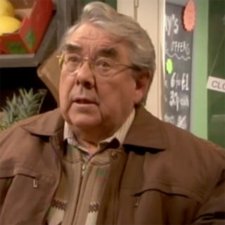 VIDEO: Ronnie Corbett lampoons BlackBerry for Christmas TV special