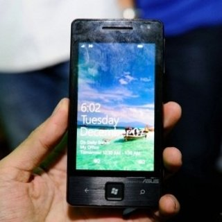 VIDEO: Asus E600 Windows Phone 7 device on show