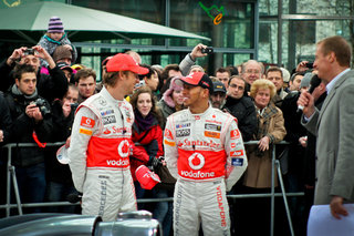 Team McLaren also Team Apple: Hamilton and Button pack iPhone 4s