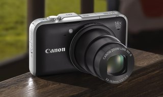 Canon PowerShot fires in two compact super-zooms