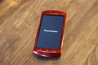 red sony ericsson xperia neo hands on image 3