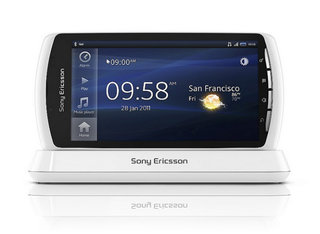 White Xperia Play comes exclusively to O2
