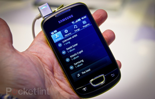 Samsung Galaxy Mini hits the shelves at Three