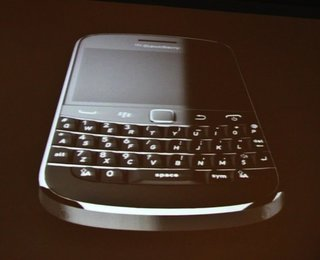 BlackBerry Bold 9900 goes touch, gets BB OS 7 and NFC