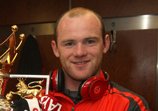 Wayne Rooney spotted with elusive red Beats by Dr Dre while holding Premier League trophy