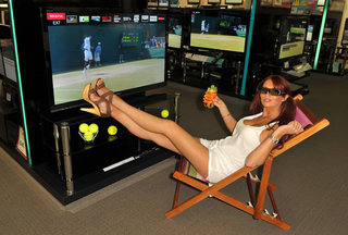 Comet showing 3D Wimbledon in store with the help of Amy Childs