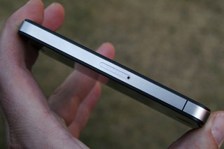 iPhone 4 regains 'world's thinnest smartphone' title from Samsung