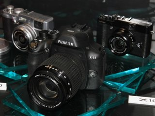 Fujifilm mirrorless camera promised for 2012