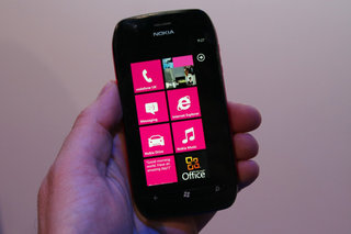 Nokia Lumia 710 pictures and hands-on