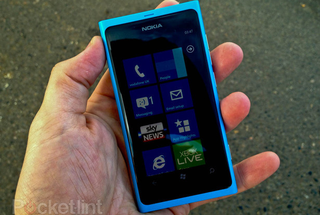 25,000 Nokia Lumia 800 smartphones handed to developers