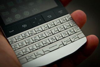 BlackBerry Porsche Design P'9981 exclusive at Harrods... for £1,275