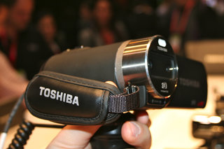 toshiba camileo z100 3d camcorder pictures and hands on image 9