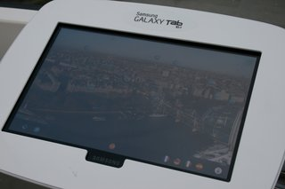 london eye pod packing samsung galaxy tab 10 1 pictures and hands on image 15