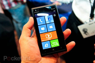 Nokia Lumia 910 detailed in Dutch