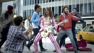 US Samsung Galaxy Note ad uses The Darkness to mock Apple (video)