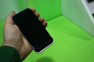 zte era quad core smartphone pictures and hands on image 10