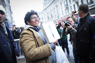 New iPad queues: We talk to the waiting fanboys