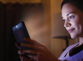 Barnes & Noble Nook Simple Touch with GlowLight lights up your bedroom reading
