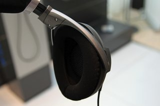 sennheiser hd 700 pictures and ears on image 4