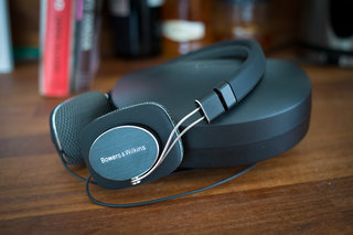 Bowers & Wilkins P3 headphones pictures and hands-on