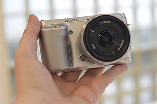 Sony NEX-F3 pictures and hands-on