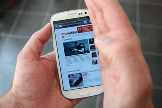 How do you take a screenshot on the Samsung Galaxy S III? Just swipe your palm across the screen (video)