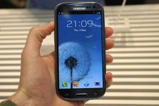 Samsung Galaxy S III pebble blue edition pre-orders, now in everyone's hands
