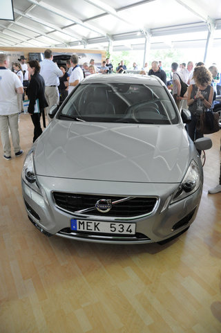 volvo v60 plug in hybrid pictures and hands on image 4